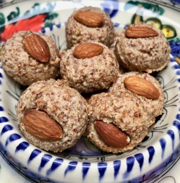 Petite almond balls from Glyka Sweets